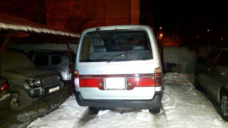 Водитель спрятал машину на платной стоянке