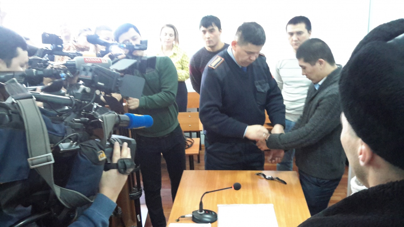 Айдоса Габдулкаримова в наручниках вывели из зала суда