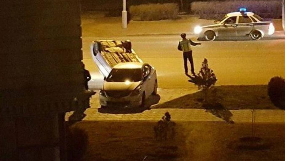 Автомобиль перевернулся на крышу после наезда на канализационный люк