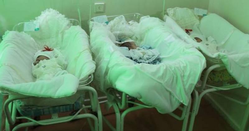 Несколько раз за беременность Акмарал делала УЗИ, но третьего малыша там не было видно