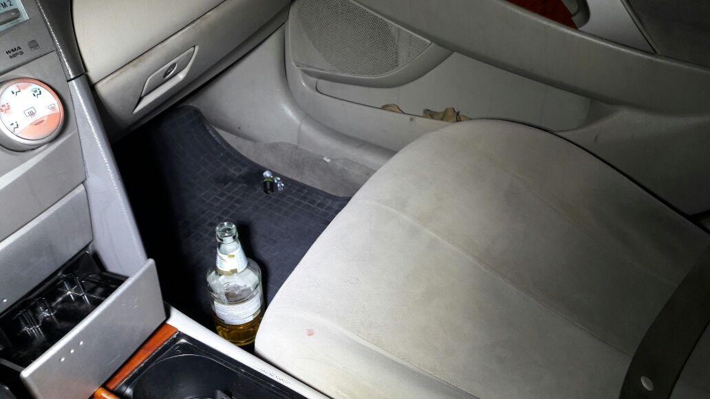 В машине стояла открытая бутылка пива