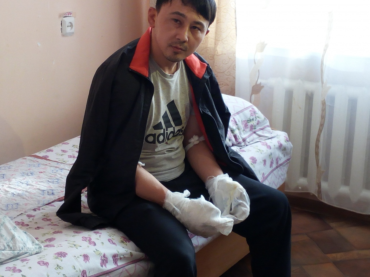 При задержании беглецов Нуржан обморозил руки