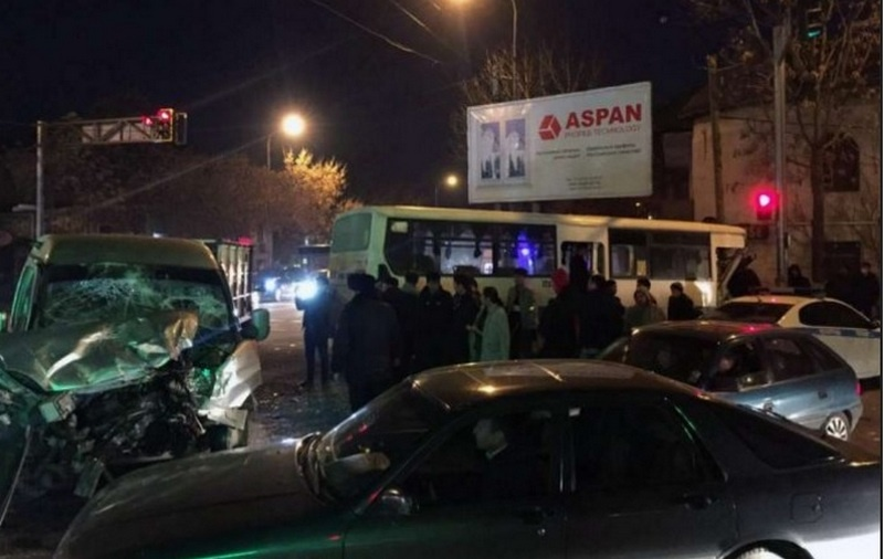 В этой аварии пострадали как минимум семь человек