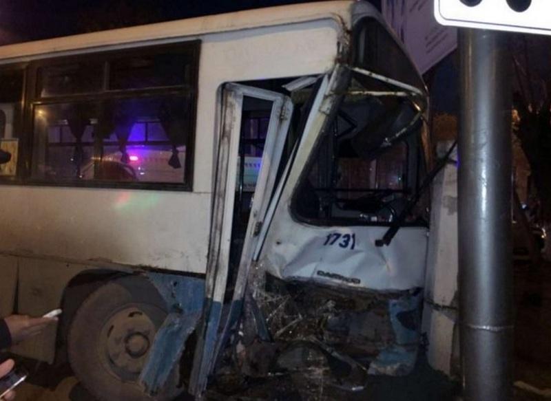 Автобус и маршрутка были заполнены пассажирами