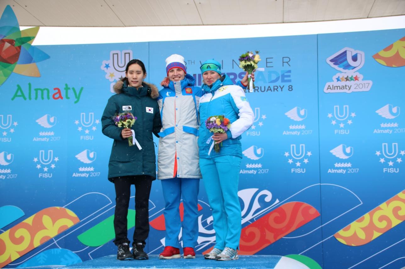 Хюн Юн Ким (слева), Александра Качуркина (в центре), Екатерина Айдова (справа)