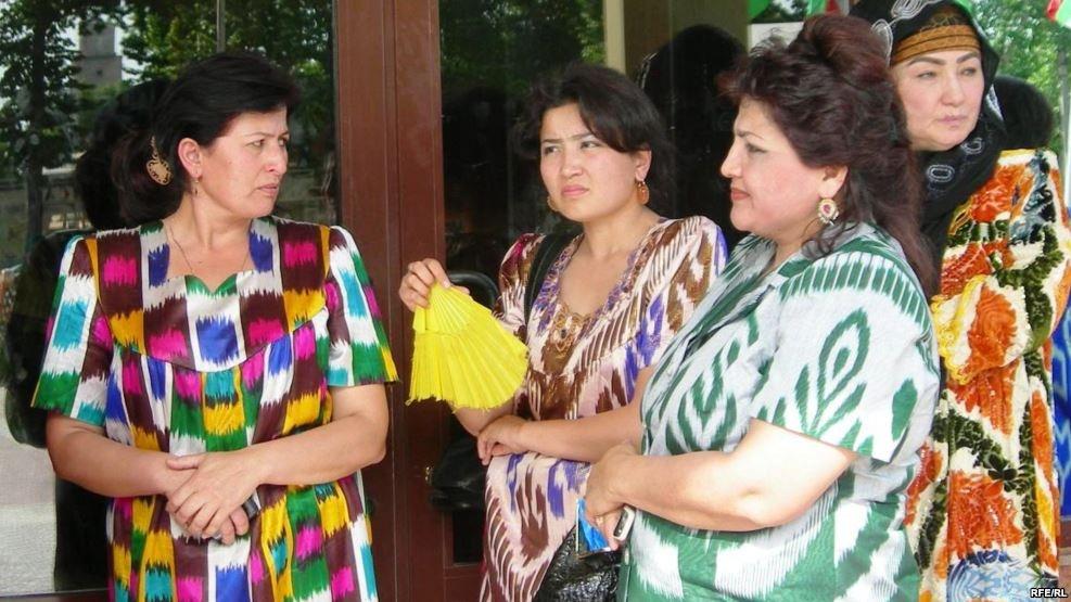 Таджикские женщины в национальной одежде