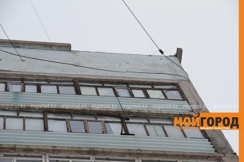 В Уральске постепенно разваливается девятиэтажка