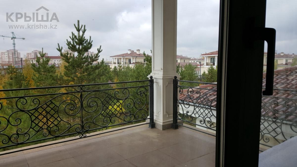 Из окна виллы на Кипре виднется астанинская стройка