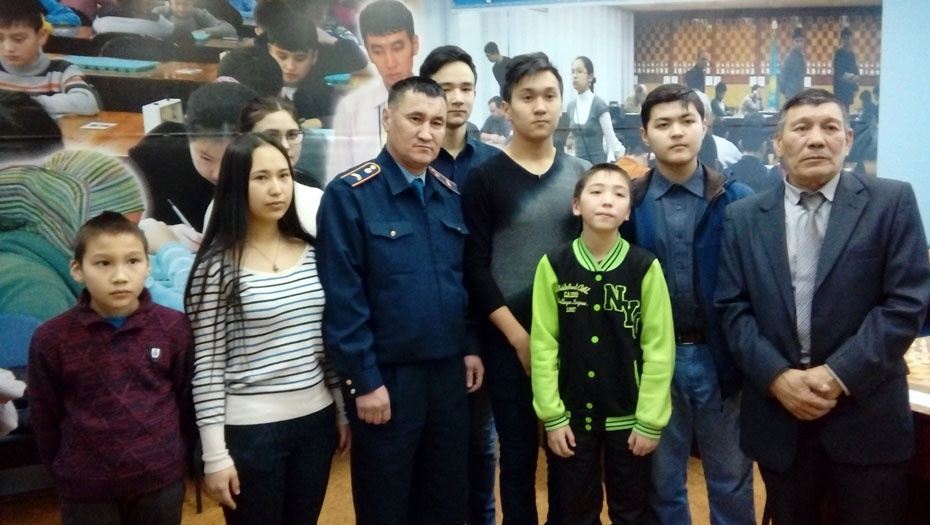 Дети встретились с полицейским-героем