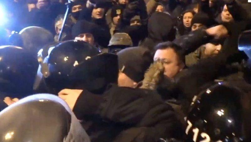 В результате столкновения с полицией задержаны несколько человек