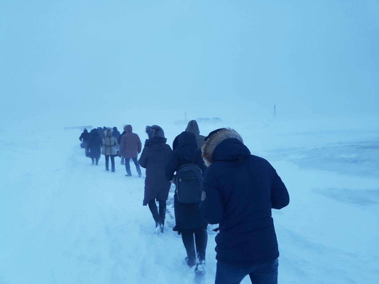 В Караганде из-за бурана сотрудники рудника добирались пешком до работы