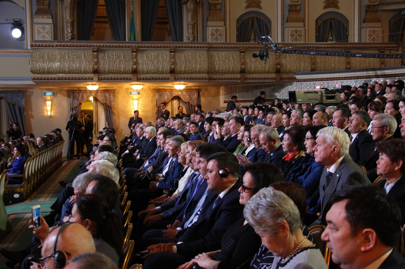 В театре оперы и балета собрались сотни учёных