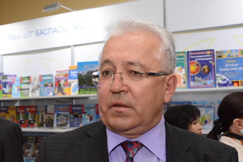 Мажилисмен Андрей Бегенеев полагает, что вина за факт суицида должна лежать на родителях и школе