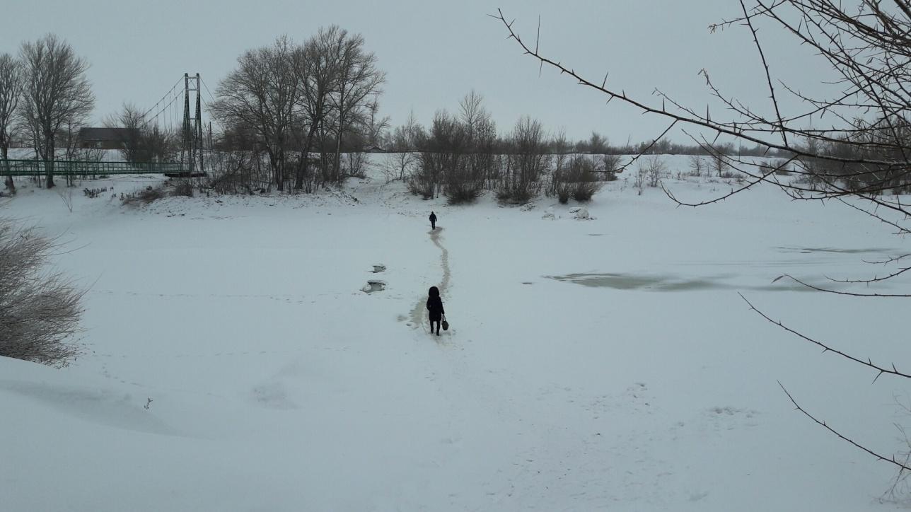 Сельчане вынуждены ходить по тонкому льду