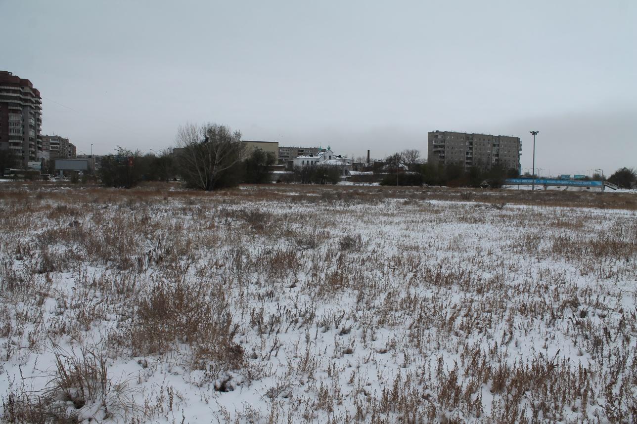 Участок земли, на котором планируется построить спорткомплекс