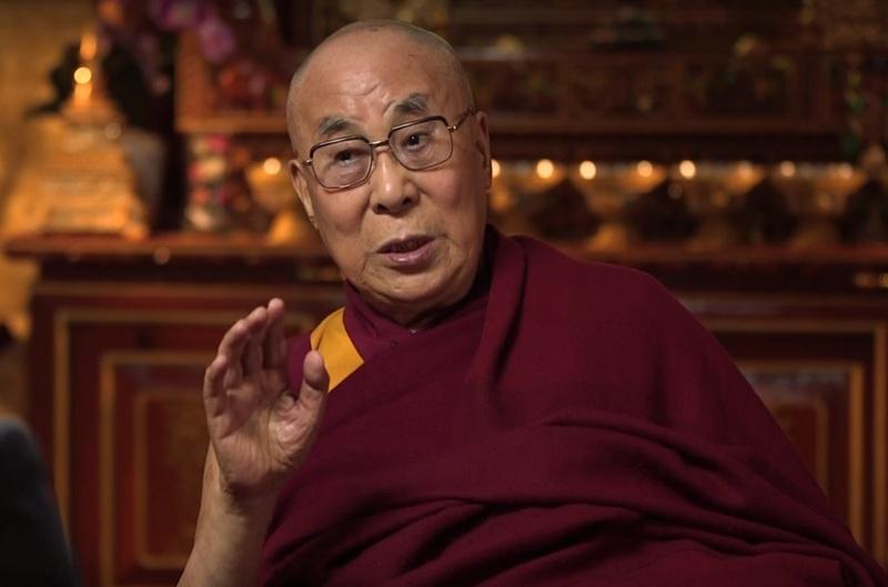 Далай-лама даёт интервью телеведущему Джону Оливеру