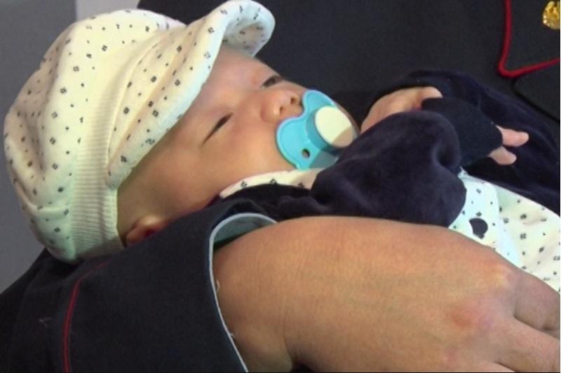 Актюбинские полицейские навестили женщин и детей в Доме мамы