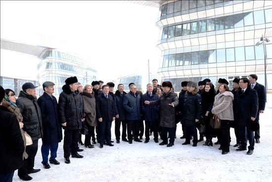 Депутатам устроили экскурсию, по итогам которого состоялось совещание