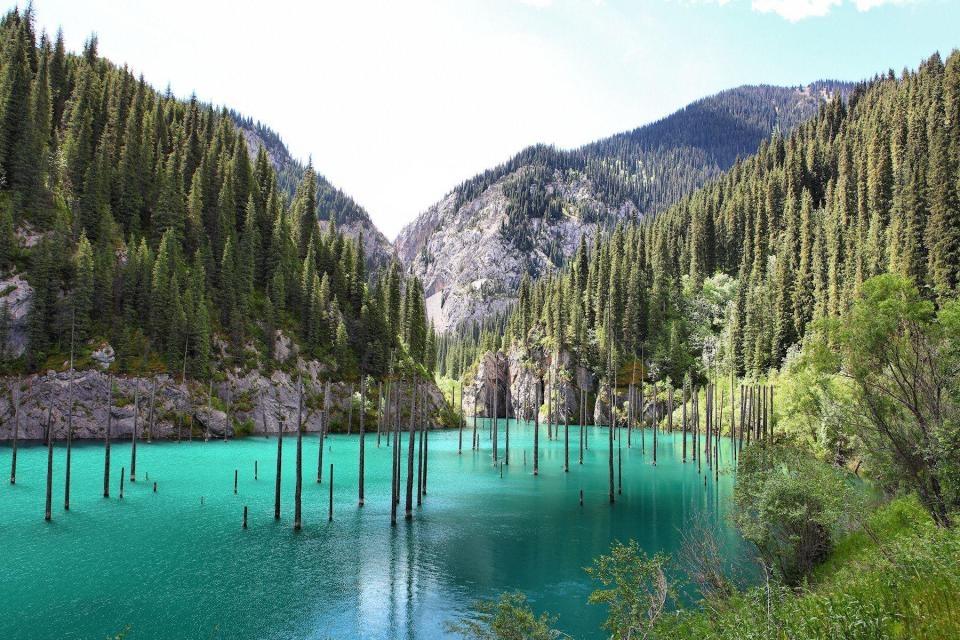 Озеро Каинды восхитило иностранцев своей красотой