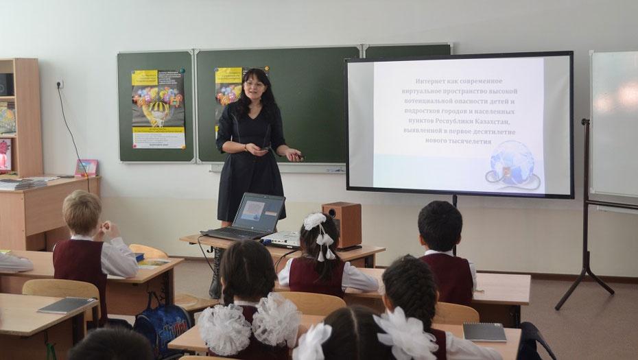 Детям на уроке рассказывали про угрозы интернета и способы их избежать