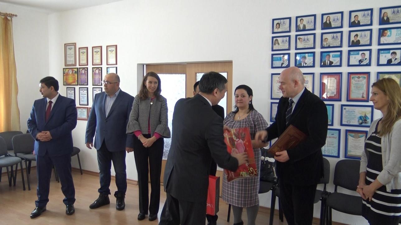 Посол Австрии приехал в Темиртау, чтобы сделать малышу подарок