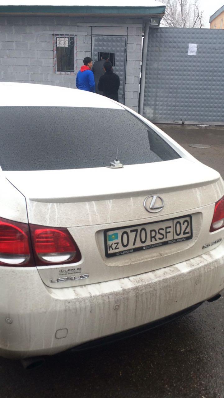 Водитель на момент остановки сидел за рулём Lexus