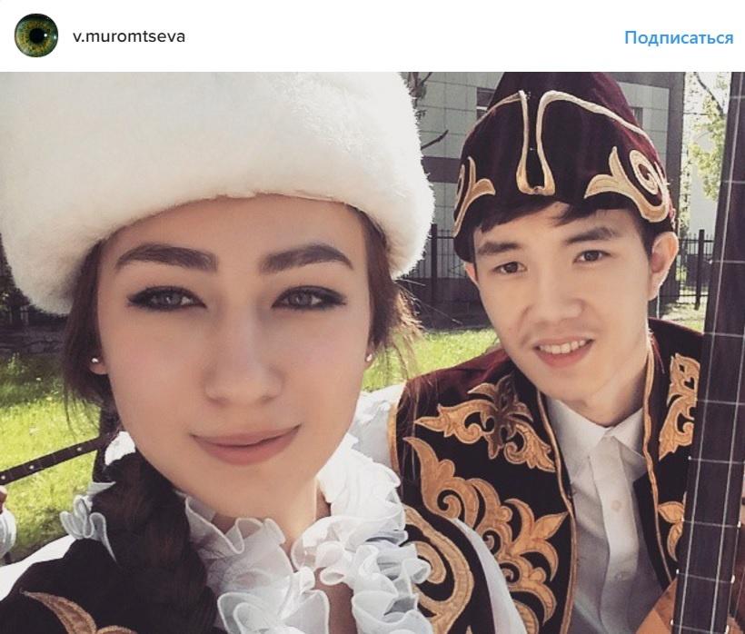 Василиса с удовольствием носит национальные костюмы