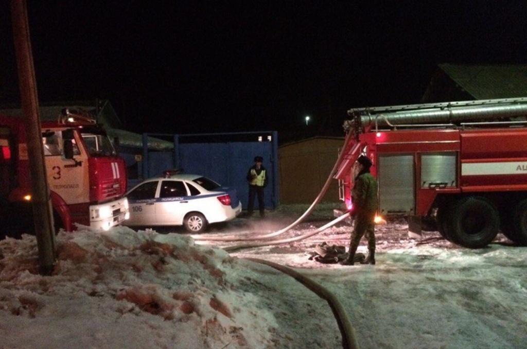 Спасатели обнаружили на месте пожара двух россиян