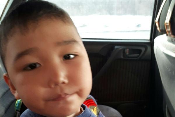 Пятилетний Алижан позвал на помощь, когда бабушке стало плохо