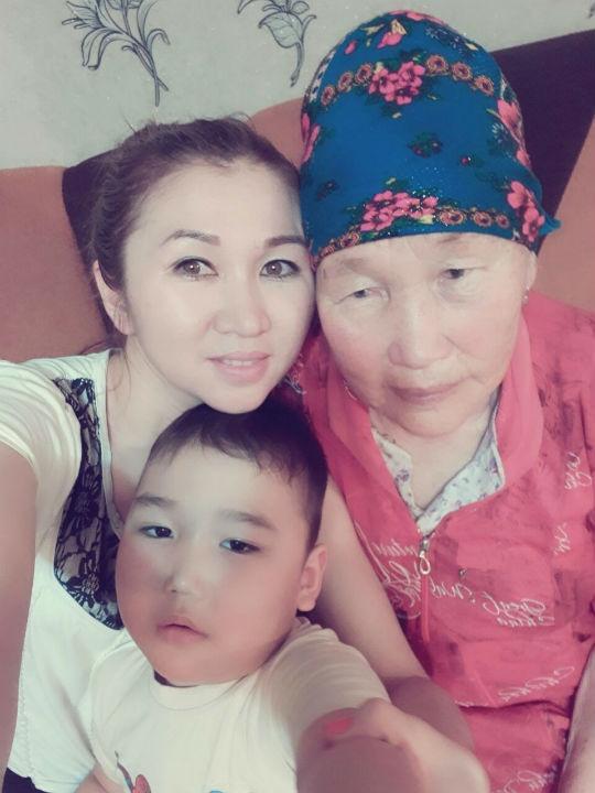 Алижан с бабушкой