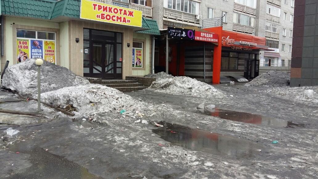 Магазины в центре Семея топит талыми водами