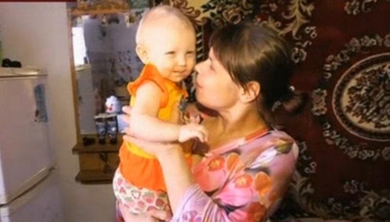 Годовалая Нина провела два месяца в доме ребёнка и вернулась домой