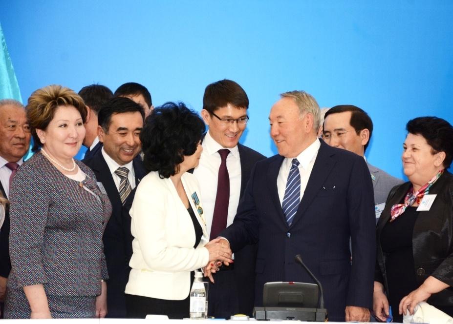 Нурсултан Назарбаев на встрече с общественностью