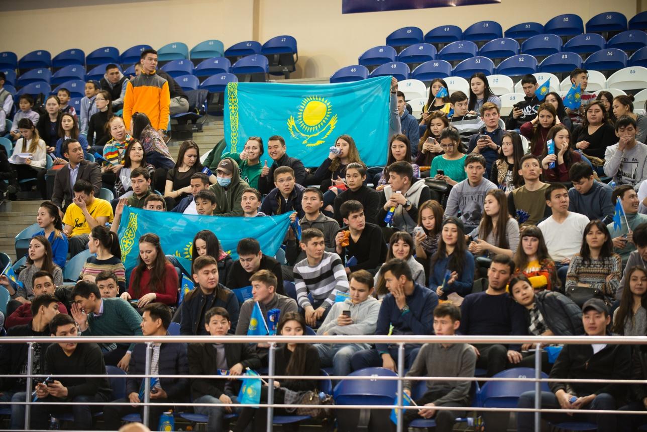 Болельщики на матче Казахстан - Китай