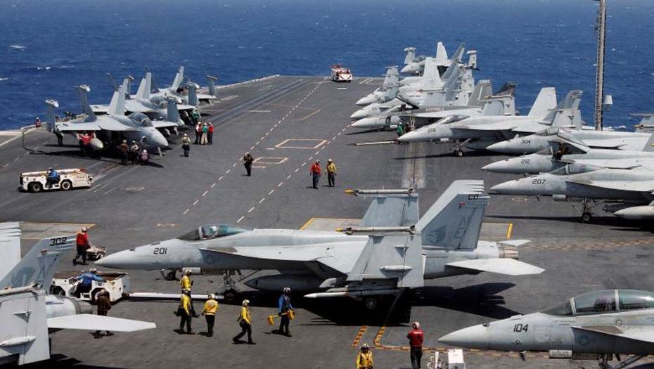 Истребители F18 на авианосце Carl Vinson