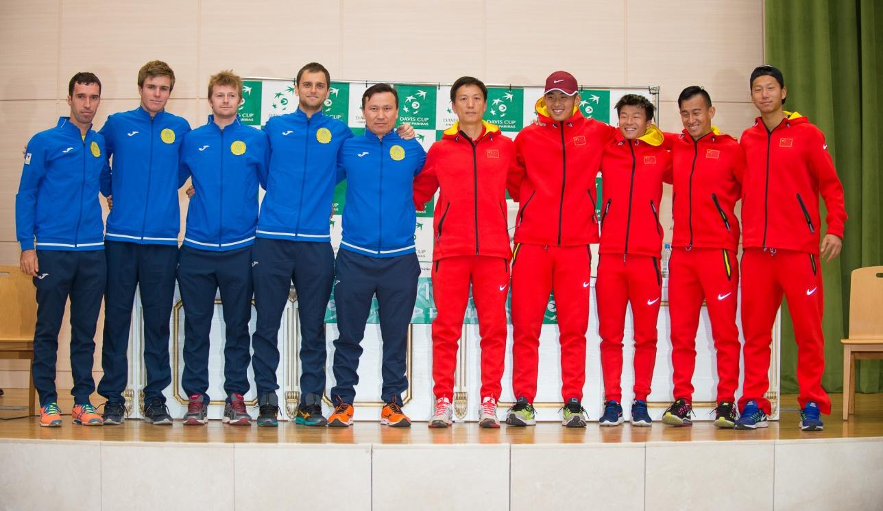После заключительного матча Казахстан и Китай поблагодарили друг друга за отличный бой