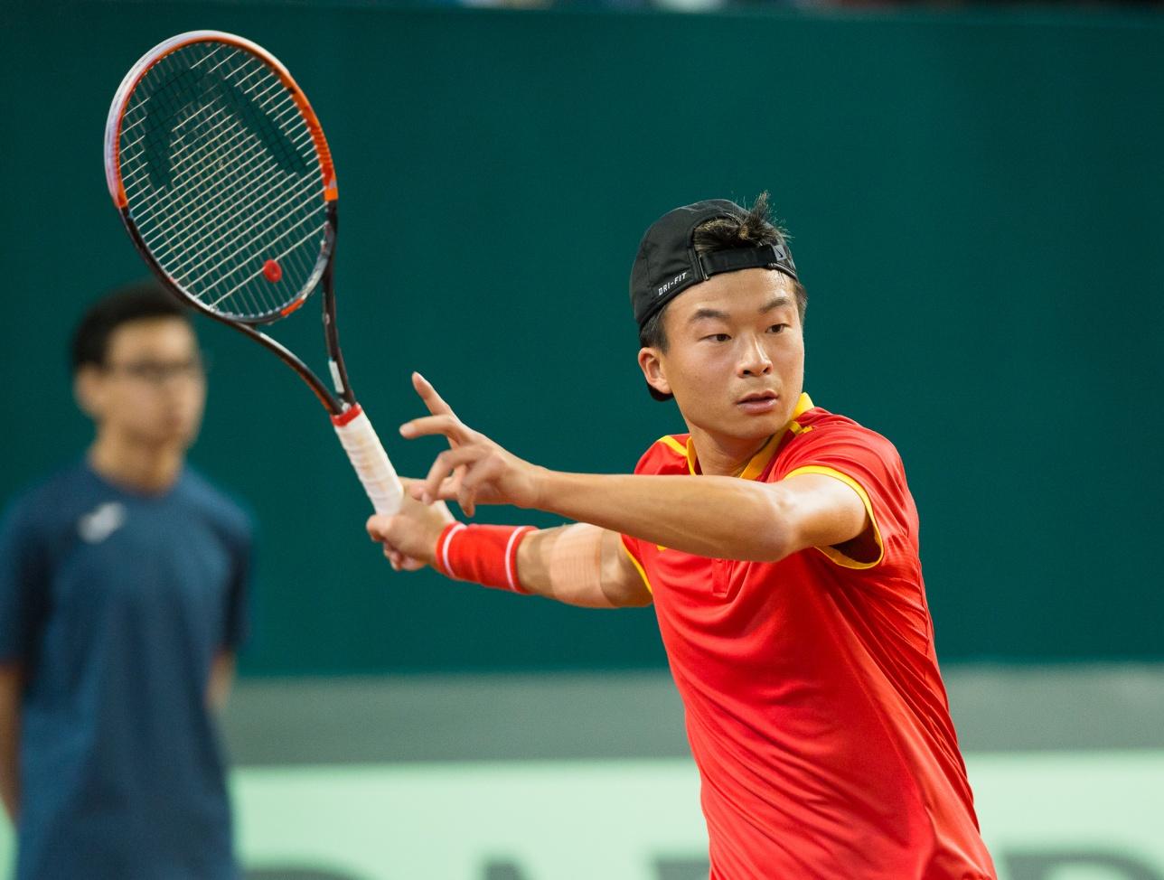 Однако вторая ракетка сборной Китая сумел выиграть у Кукушкина один сет