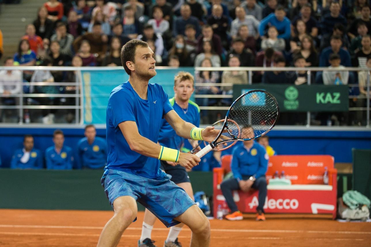 Но ещё сильнее отечественные любители тенниса стали ликовать после того, как завершили свой парный матч Александр Недовесов и Андрей Голубев