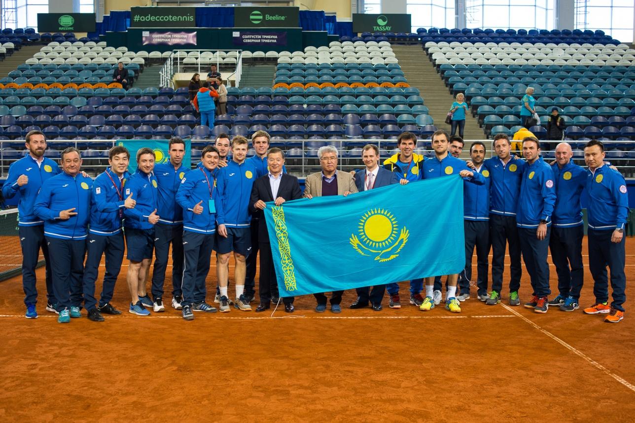 Министр культуры и спорта РК Арыстанбек Мухамедиулы также поддержал казахстанских теннисистов в матче с Китаем