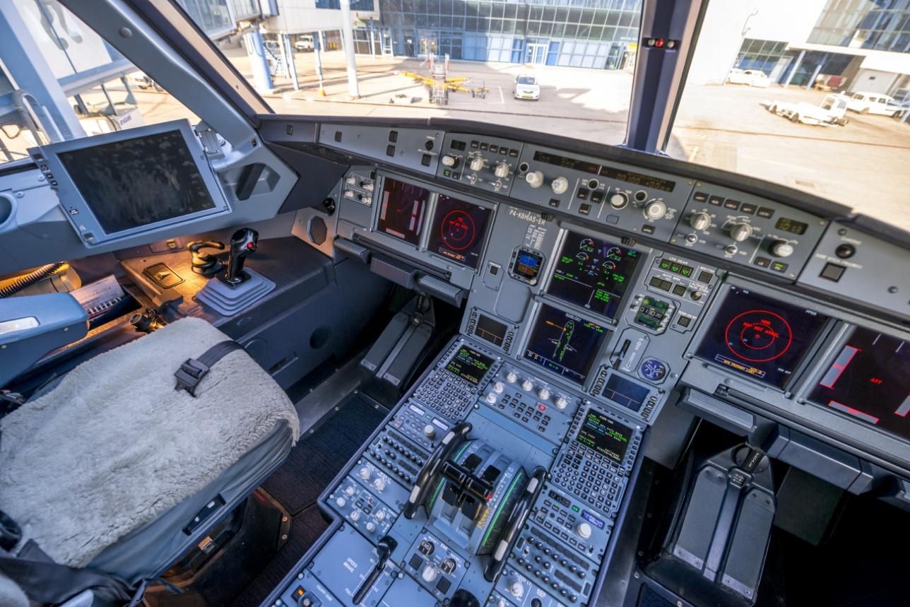 пилотская кабина A 320 neo