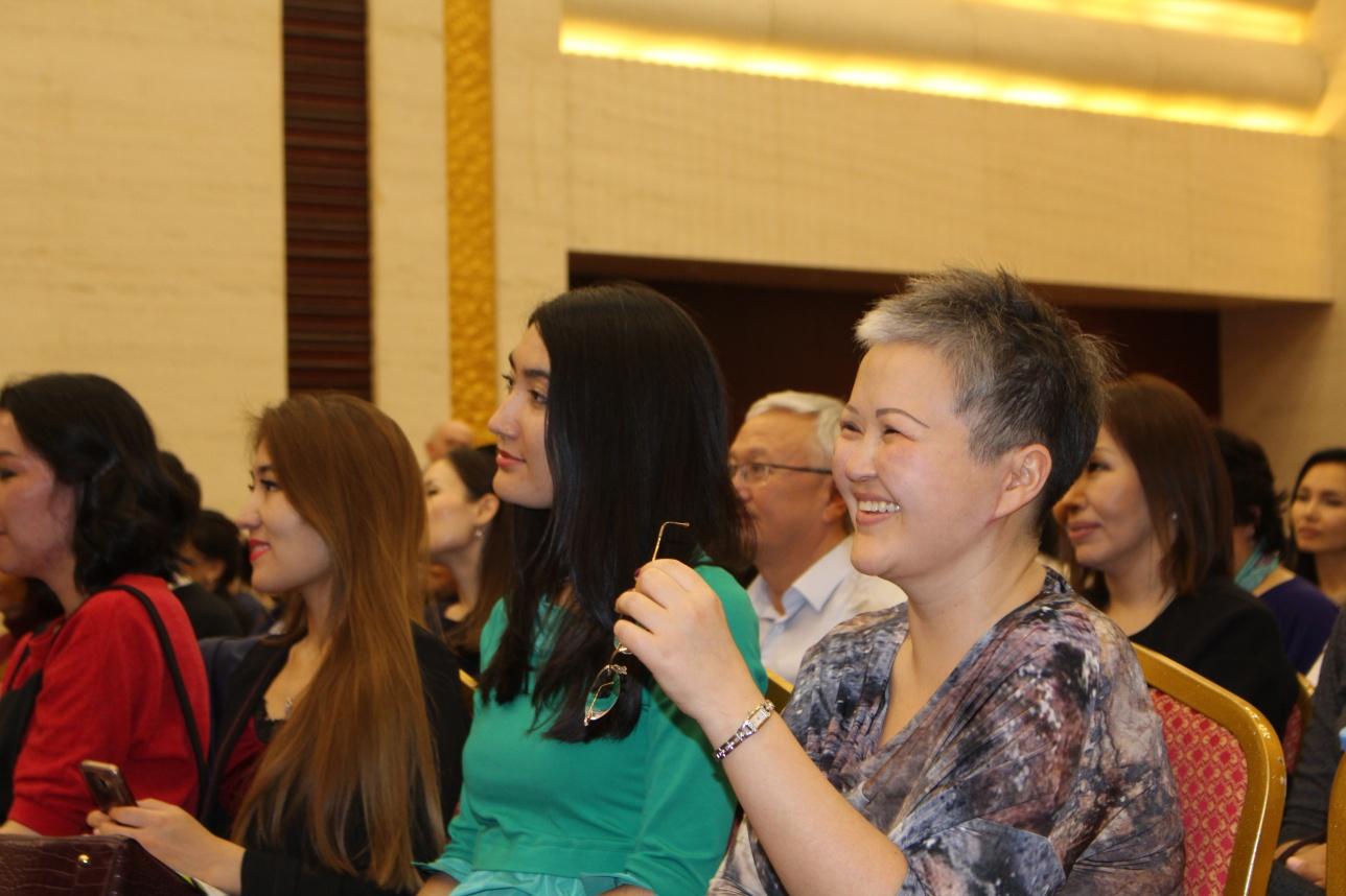 На шутки Ермека Турсунова столичная публика чутко реагировала
