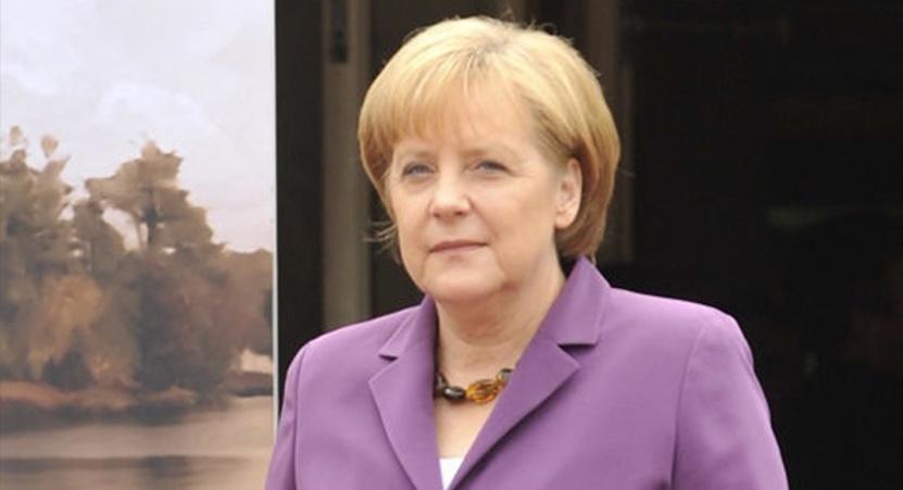 Канцлер ФРГ Ангела Меркель неравнодушна к фиолетовому цвету