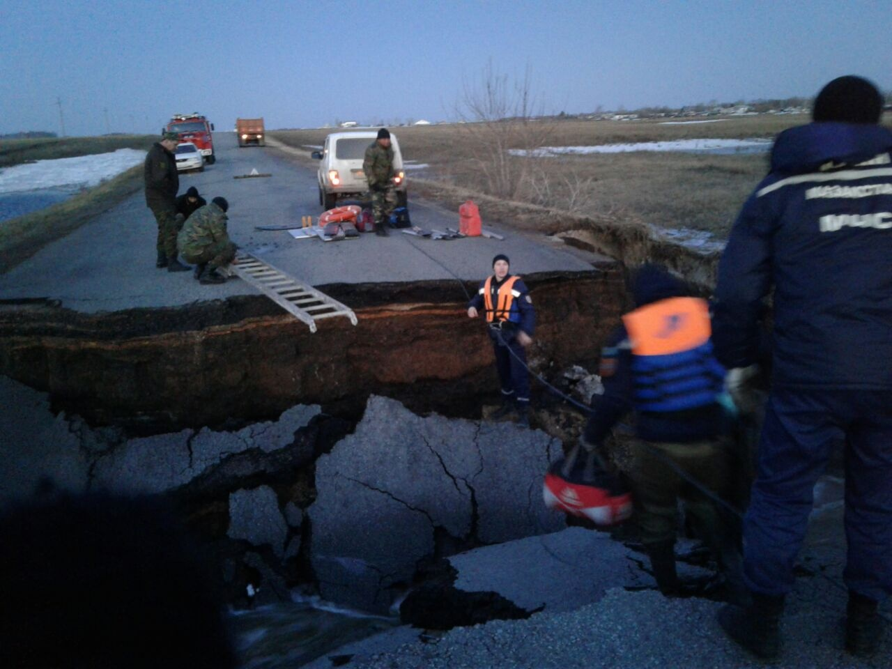 Участок трассы Петропавловск – Жезказган разрушили ради спасения села