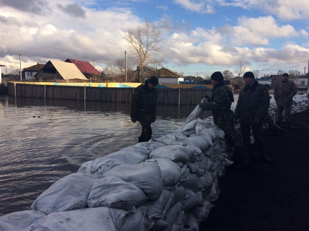 Спасатели наращивают силы в двух регионах Казахстана