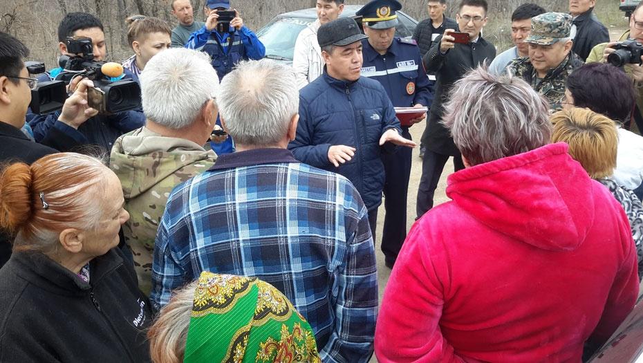 Аким Уральска убедил жителей дачного посёлка покинуть зону возможного подтопления