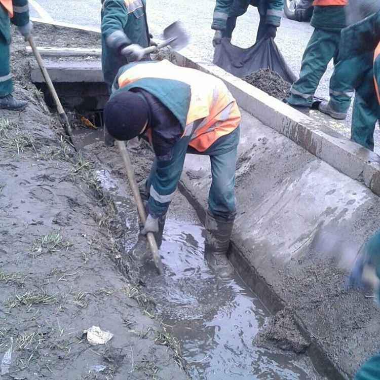 Акимат начал работы по очистке арычной системы города