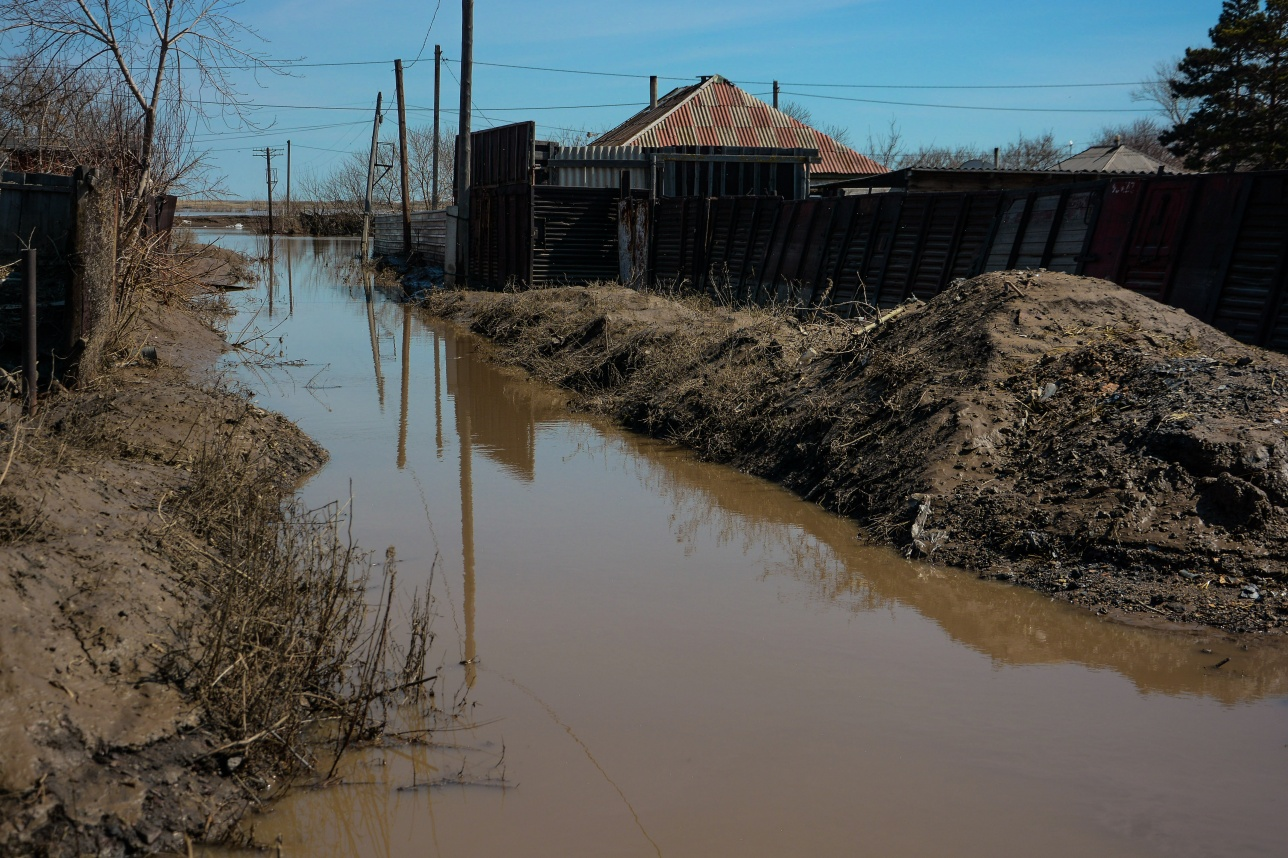 Улицы в Атбасаре ещё затоплены