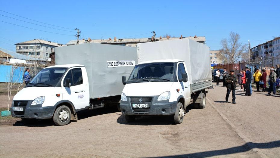 Два грузовика привезли продукты и вещи, собранные для пострадавших от паводка