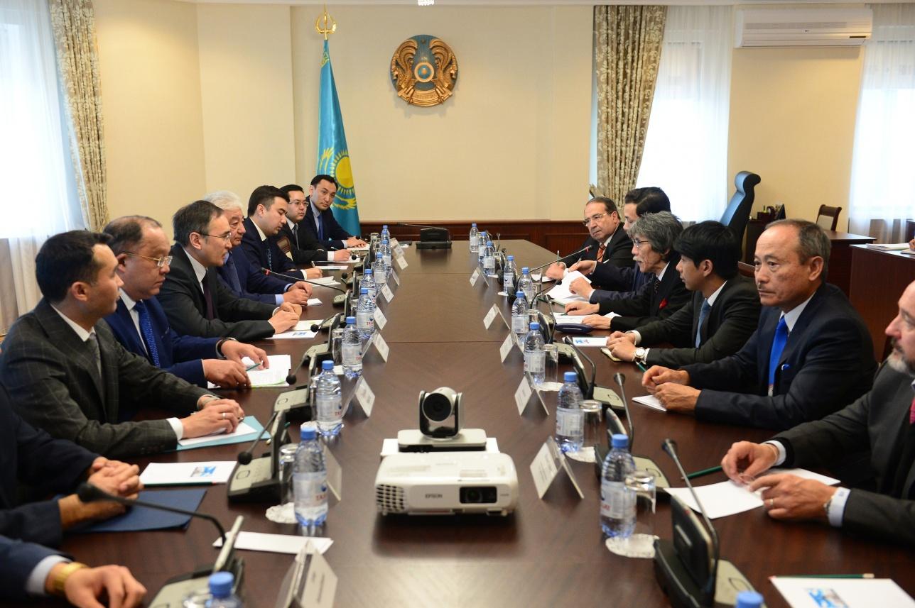 Вице-министр Аскар Мырзахметов обсудил с руководством китайской компании строительство завода