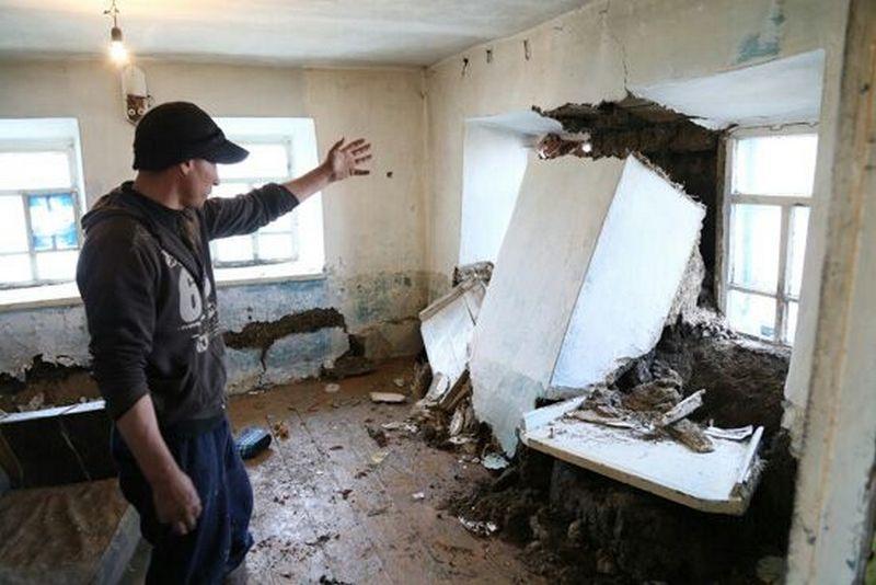 В доме Андрея Максимова упала стена